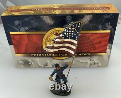 Conté Collectibles American Civil War Patriot Toy Soldier American Flag ACW57157