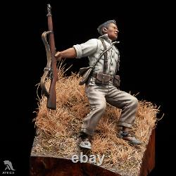 Falling Soldier Spanish Civil War (Closed eyes) Tin Painted Toy Soldier Museum